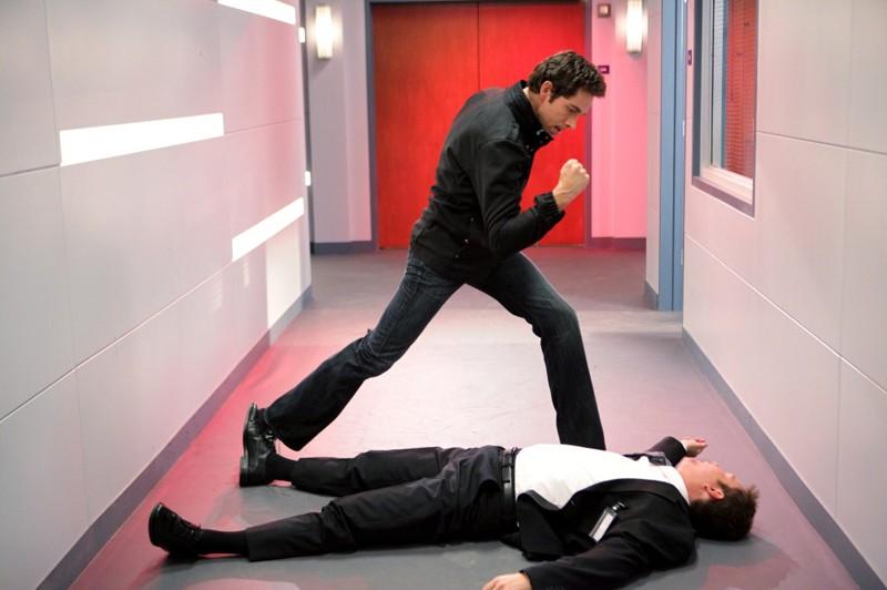 Chuck (Zachary Levi) stende un avversario nell'episodio Chuck Versus the Subway