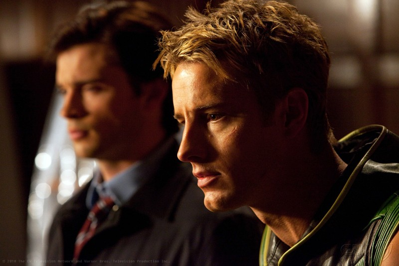 Freccia Verde (Justin Hartley) con affianco Clark (Tom Welling) nell'episodio Absolute Justice di Smallville