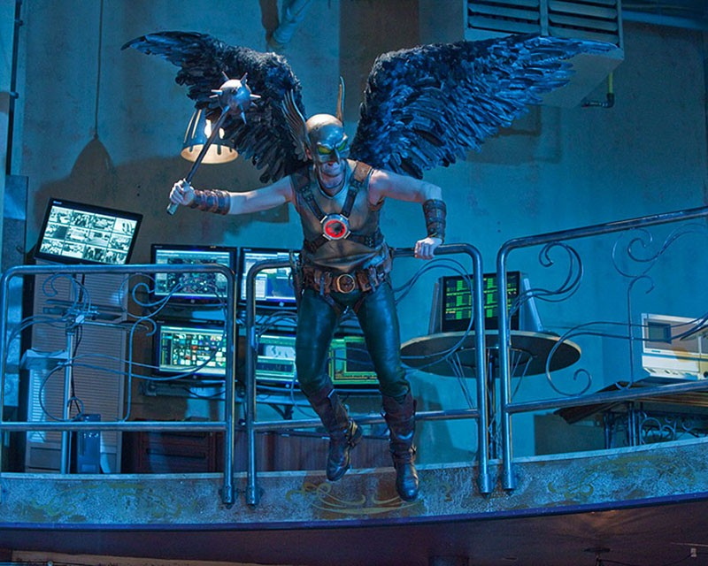 Hawkman (Michael Shanks) in volo nell'episodio Absolute Justice di Smallville