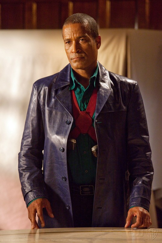 John Jones (Phil Morris) in un momento dell'episodio Absolute Justice di Smallville