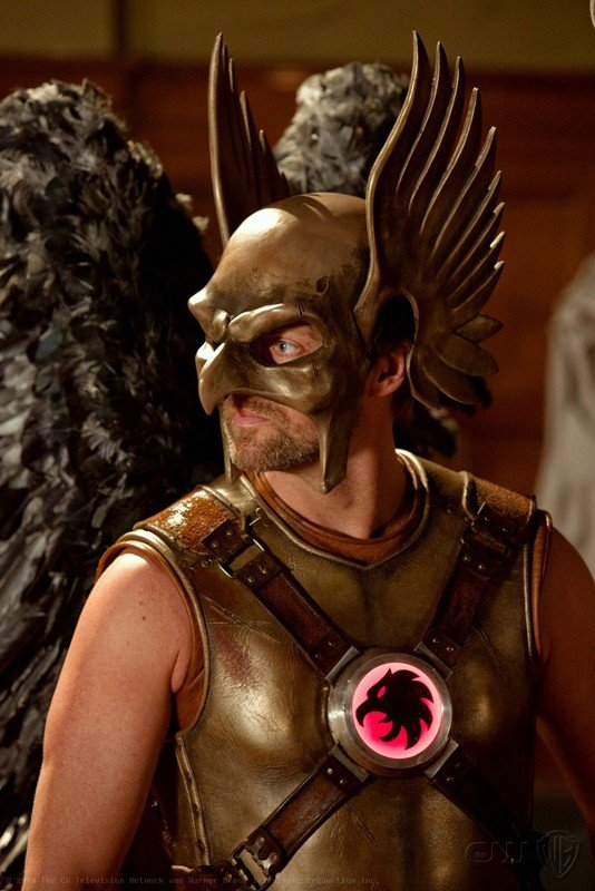 Michael Shanks dietro la maschera di Hawkman nell'episodio Absolute Justice di Smallville
