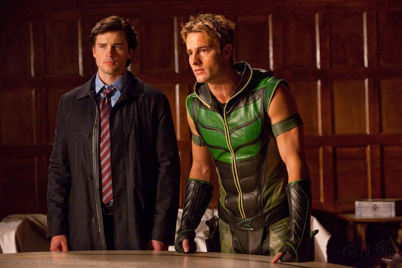 Oliver (Justin Hartley) e l'amico Clark (Tom Welling) nell'episodio Absolute Justice di Smallville