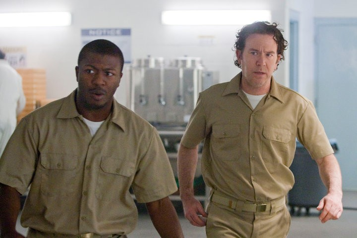 Timothy Hutton ed Aldis Hodge nell'episodio The Jailhouse Job di Leverage