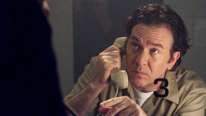 Timothy Hutton in una scena dell'episodio The Jailhouse Job di Leverage