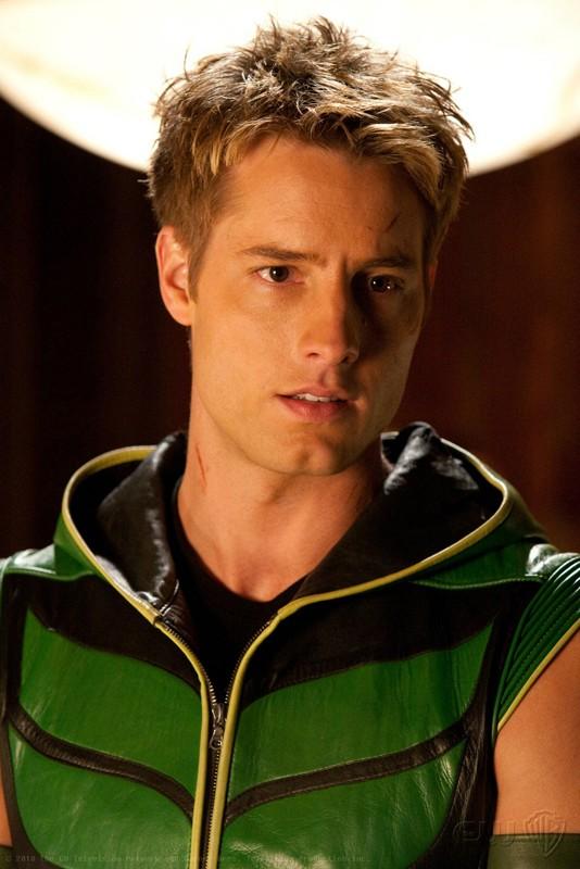 Un primo piano di Oliver (Justin Hartley) in una scena dell'episodio Absolute Justice di Smallville