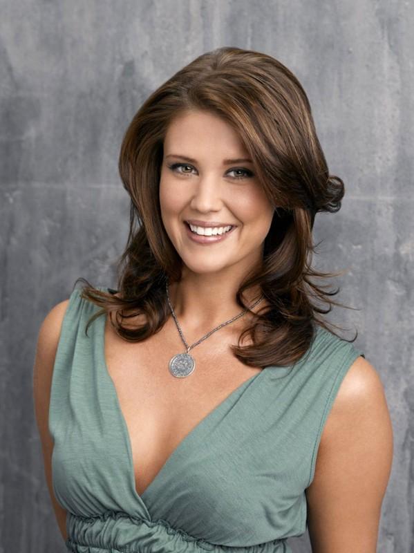Una sorridente Sarah Lancaster