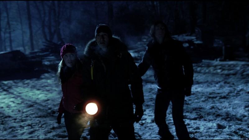 Adrien Brody e Sarah Polley in una scena notturna del film Splice