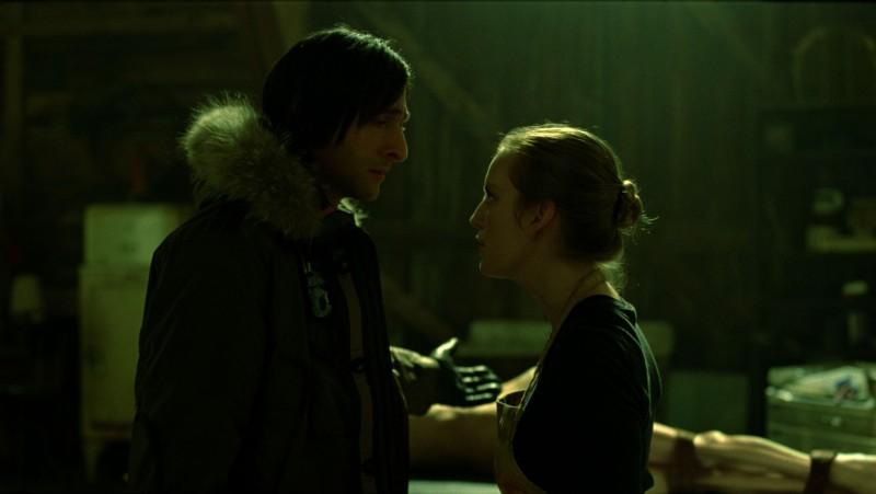 Clive (Adrien Brody) ed Elsa (Sarah Polley) in una scena del film Splice