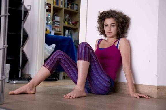 Nina Torresi sul set della sitcom L'ospite perfetto - Room 4U