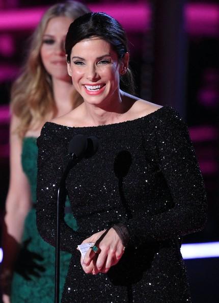 Sandra Bullock sul palco del MTV Movie Awards 2010