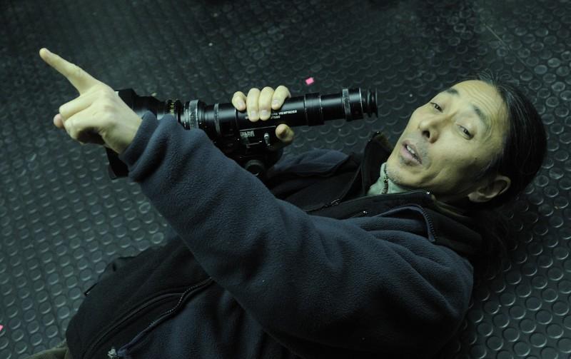 Tetsuo Nagata, direttore della fotografia, sul set del film Splice