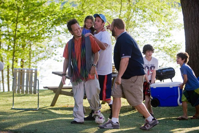 Adam Sandler, Rob Schneider e Kevin James in una scena di Un weekend da bamboccioni