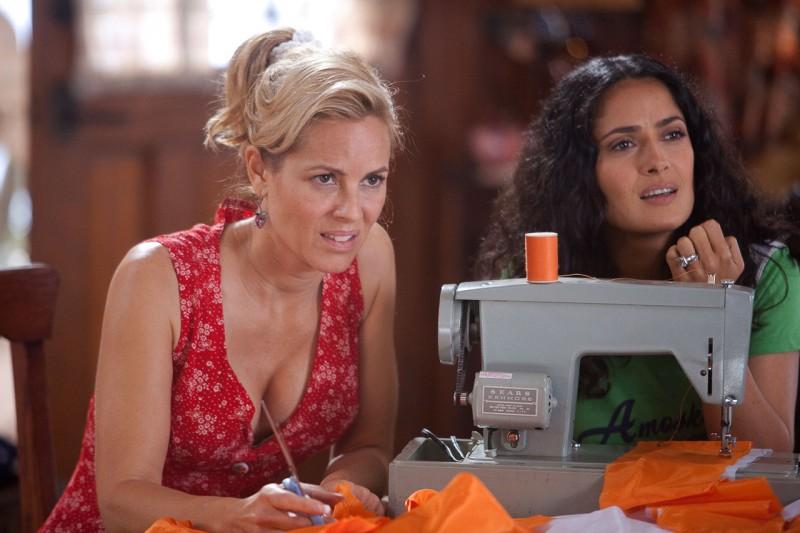 Maria Bello e Salma Hayek in un'immagine del film Un weekend da bamboccioni