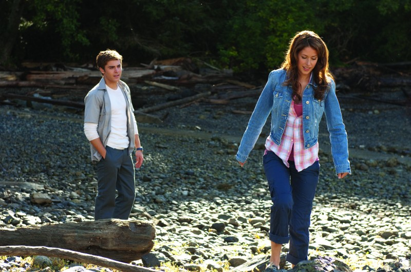 Zac Efron e Amanda Crew in un'immagine del film Charlie St. Cloud