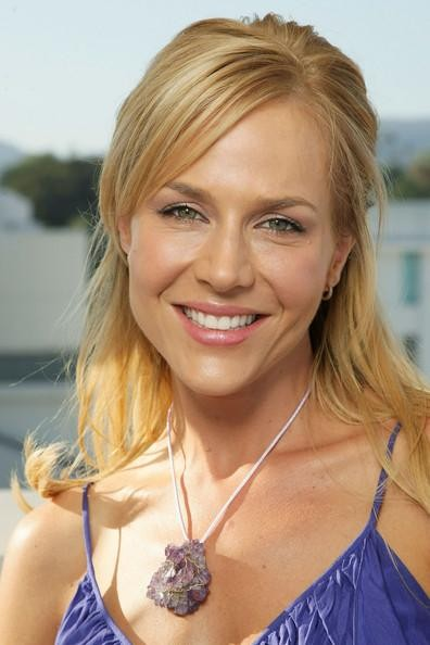 Una sorridente Julie Benz