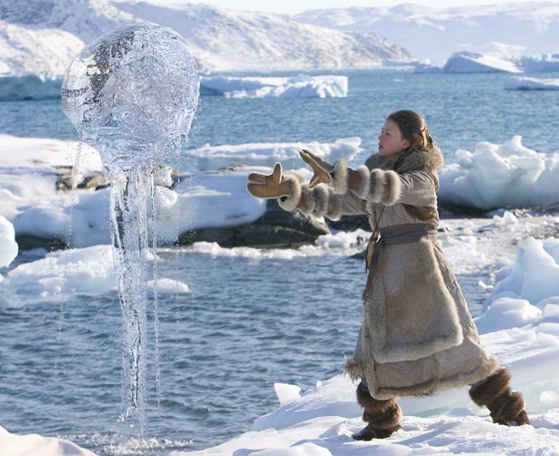 Katara (Nicola Peltz) è una dominatrice dell'acqua nel film The Last Airbender