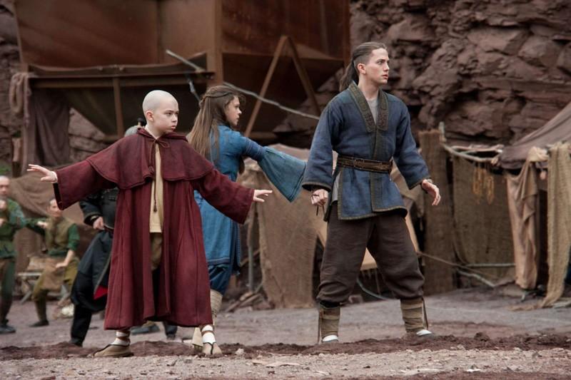 Noah Ringer, Nicola Peltz e Jackson Rathbone in una scena del film The Last Airbender