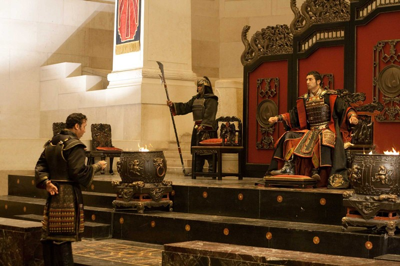 Il Comandante Zhao (Aasif Mandvi) e Lord Ozai (Cliff Curtis) in The Last Airbender