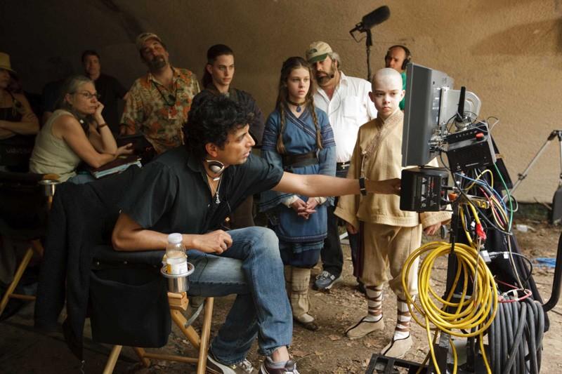 M. Night Shyamalan, Jackson Rathbone, Nicola Peltz e Noah Ringer sul set del film The Last Airbender