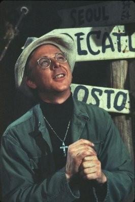 William Christopher nel ruolo del cappellano Padre Mulcahy della serie M.A.S.H.