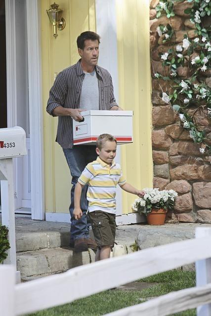 James Denton in una scena dell'episodio I Guess This Is Goodbye di Desperate Housewives