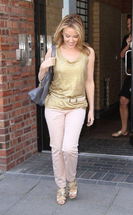 Kylie Minogue in rosa e oro