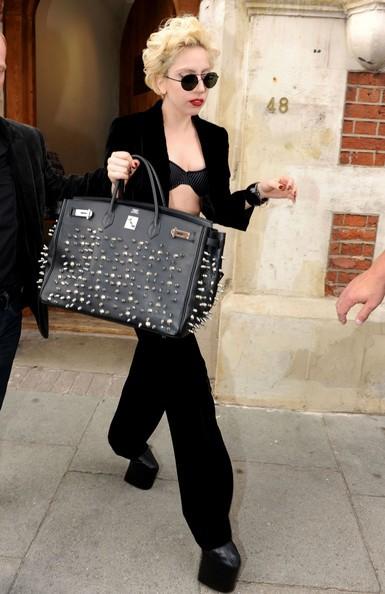 Lady Gaga sfoggia uno dei suoi look estremi