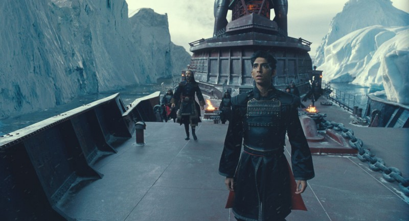 Dev Patel in una scena del film The Last Airbender