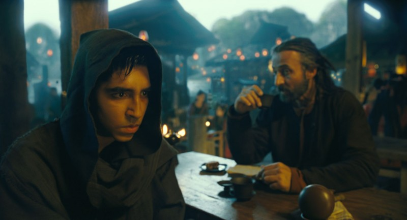 Dev Patel nel film The Last Airbender