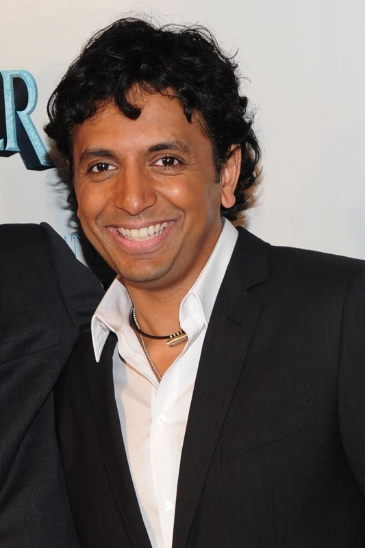 Il regista M. Night Shyamalan alla premiere del suo film The Last Airbender a New York