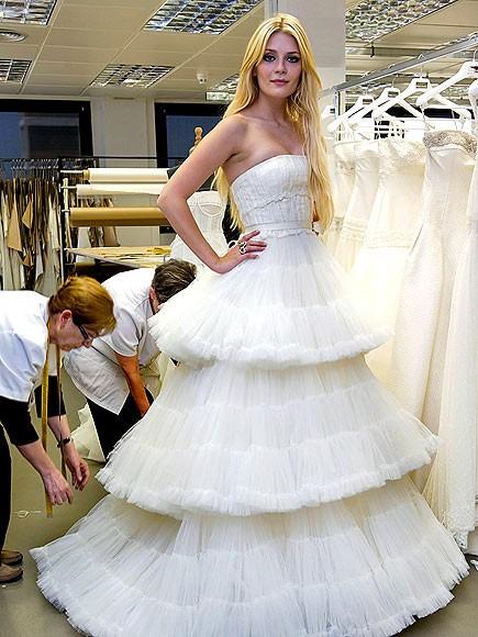 Mischa Barton sfila in abito da sposa