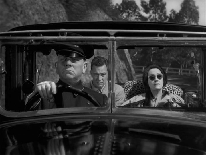 Erich von Stroheim con William Holden e Gloria Swanson in una scena del film Viale del tramonto