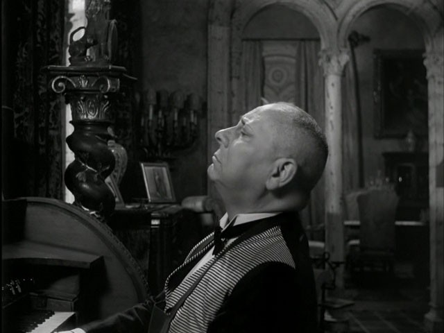 Erich von Stroheim in una scena del film Viale del tramonto del 1950
