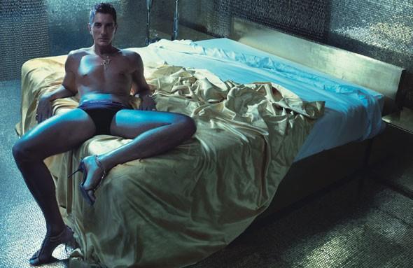Stefano Gabbana in uno scatto trasgressivo.