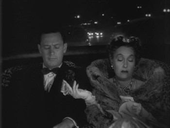 William Holden e Gloria Swanson in una scena del film Viale del tramonto