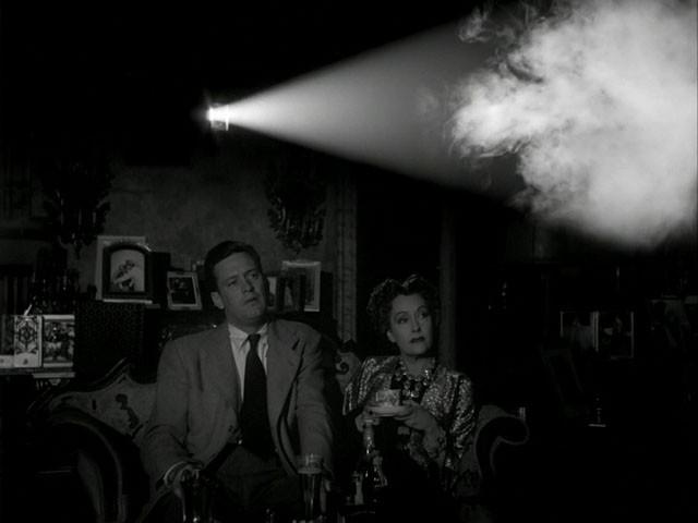 William Holden e Gloria Swanson in una scena del film Viale del tramonto