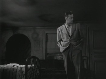 William Holden in una scena del film Viale del tramonto del 1950