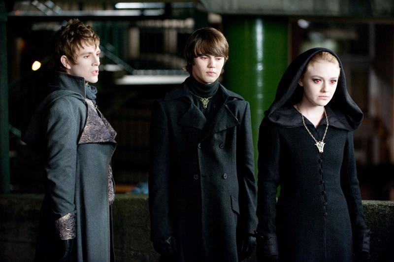 Demetri (Charlie Bewley), Jane (Dakota Fanning) e Alec (Cameron Bright) in una sequenza del film The Twilight Saga: Eclipse