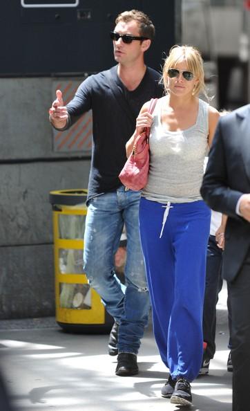 Jude Law a spasso con la fidanzata Sienna Miller