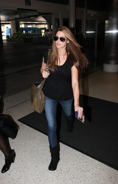 Ashley Greene all'aeroporto di Los Angeles nel 2010