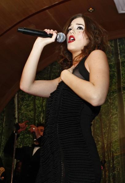 Leighton Meester al microfono