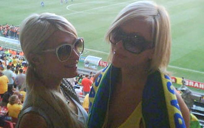 Sudafrica, Mondiali 2010: Paris Hilton allo stadio con un'amica