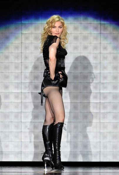 Madonna durante la tappa parigina del suo Sticky and Sweet Tour