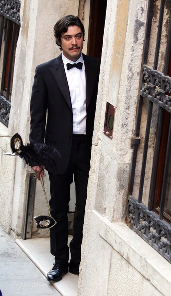 Riccardo Scamarcio a Venezia per il matrimonio di Salma Hayek e Francois-Henry Pinault (2009)