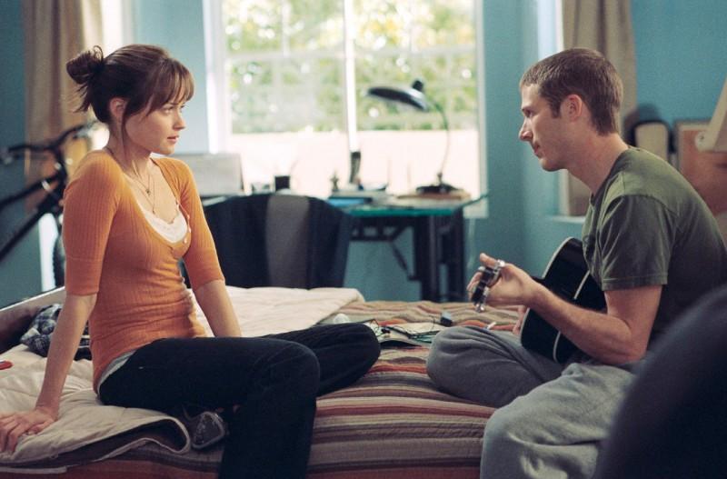 Alexis Bledel e Zach Gilford nel film Post Grad