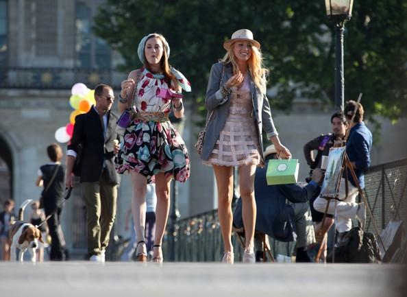 Blake Lively e Leighton Meester girano Gossip Girl a Parigi