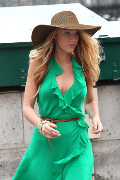 Blake Lively sul set francese di Gossip Girl