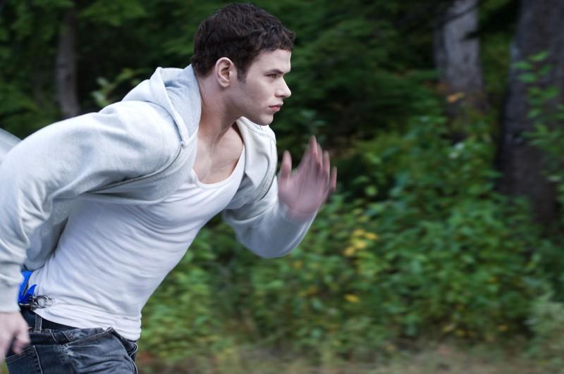 Emmett (Kellan Lutz) in corsa, in una sequenza del film The Twilight Saga: Eclipse