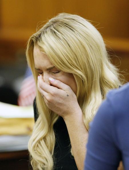 Lindsay Lohan scoppia in lacrime dopo la lettura della sentenza a 90 giorni di carcere, nel 2010