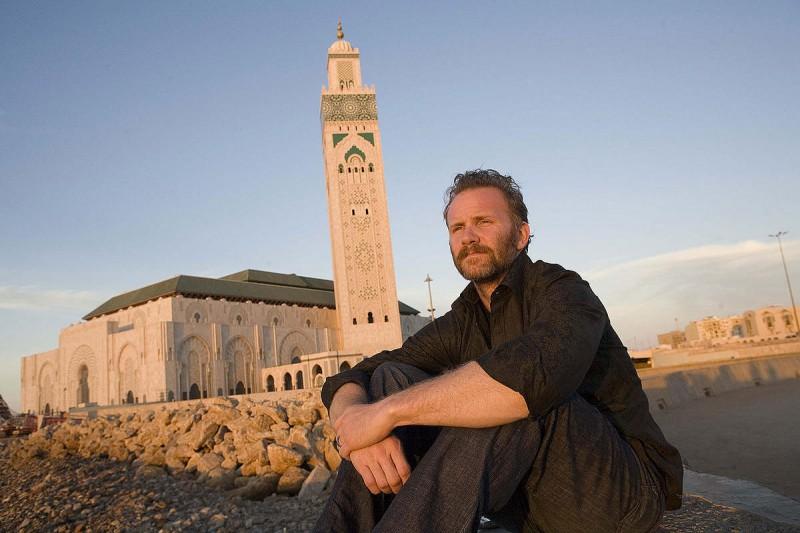 Morgan Spurlock penserioso in una scena del film Che fine ha fatto Osama Bin Laden?